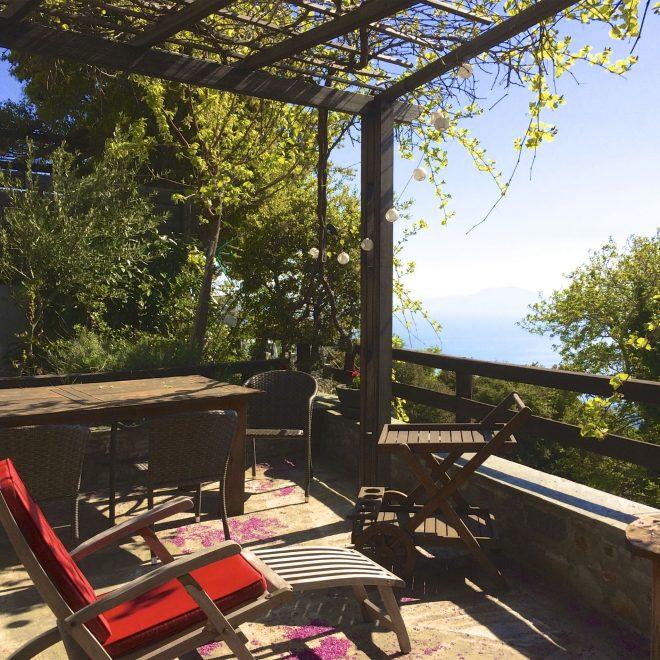pelionhomes_stonehouse__terrace_table